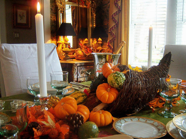 Thanksgiving dinning table setting and centerpiece